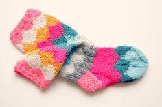 Lasten sukat, socks for kids Knitting For Kids, Easy Knitting, Knitting For Beginners, Knitting Stitches, Knitting Socks, Knitting Projects, Crochet Projects, Knitting Patterns, Knit Mittens