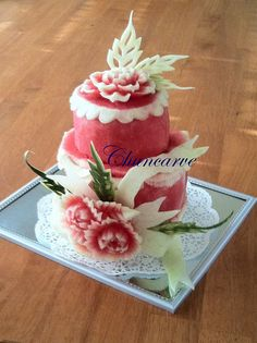 Watermelon Cake (carved melon). This one is just beautiful. Not to make. This would be hard lol. Veggie Art, Fruit And Vegetable Carving, Veggie Food, Watermelon Cake, Watermelon Carving, Carved Watermelon, Fresh Fruit Cake, Fruit Cakes, Fruits Decoration
