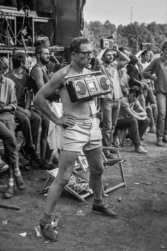 Recording a concert before smart phones, 1980s : OldSchoolCool