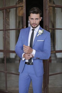 Stylizacja ślubna od Giacomo Conti: Wedding Coat Suit, Men's Tuxedo Wedding, Blue Suit Wedding, Prom Tuxedo, Wedding Suits, Prom Blazers For Men, Prom Suits For Men, Mens Suits, Light Blue Tux