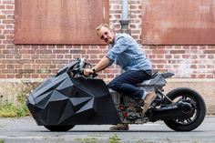 rolf reick presents a custom krautmotors BMW C evolution at this year's pure&crafted festival based on the electric scooter. Bmw Electric, Electric Scooter, Evolution, New Ducati, Stealth Bomber, Custom Bmw, British Grand Prix, Drag Bike, E Scooter