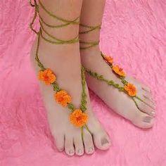 Barefoot Sandals Crochet Pattern Free - Bing Images Crochet Shoes, Crochet Slippers, Knit Crochet, Crochet Clothes, Free Crochet, Crochet Designs, Crochet Patterns, Footless Sandals, Crochet Barefoot Sandals