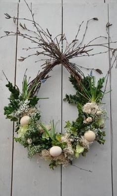 Do you already have Easter decorations at home? Quick view these 7 hanging decoration ideas – Page 7 of 7 – DIY Idees Creatives Do you already have Easter decorations at home? Quick view these 7 hanging decoration ideas – Page 7 of 7 – DIY Idees Creatives Easter Wreaths, Christmas Wreaths, Christmas Crafts, Christmas Decorations, Holiday Decor, Easter Flower Arrangements, Easter Flowers, Floral Arrangements, Deco Floral