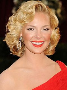 Vintage Hairstyles Retro Katherine Heigl's cute short curly hairstyle - Curly hair is in again! Here are trendy and chic hairstyles for women with curly hair for short, medium and long hair lengths. Prom Hairstyles For Short Hair, Chic Hairstyles, Hairstyles With Bangs, Wedding Hairstyles, Homecoming Hairstyles, Formal Hairstyles, Blonde Hairstyles, Hairstyle Ideas, Roller Set Hairstyles