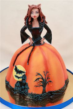 Lovely Halloween cake for girls/ladies (or if someone's birthday falls around that time of the year!)
