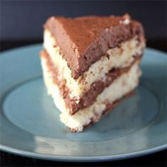 Mangio da Sola: The Search for the Perfect Yellow Cake: Part 6 Yellow Cake Chocolate Frosting, Yellow Butter Cake, Chocolate Ganache, Delicious Cake Recipes, Sweet Recipes, Dessert Recipes, Yummy Food, Tasty, Homemade White Cakes