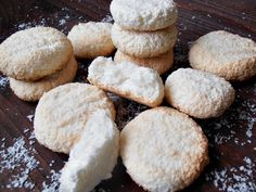 Biscuiti cu cocos - CAIETUL CU RETETE Coco, Biscuit, Cookies, Desserts, Crack Crackers, Tailgate Desserts, Deserts, Biscuits, Postres