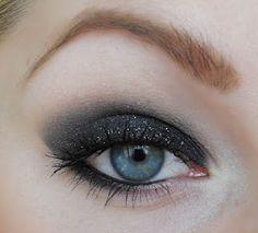 I wish I could make my eyeshadow look like this!