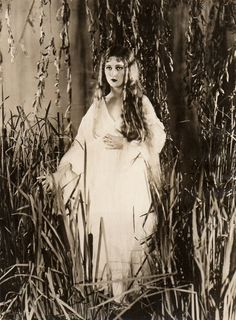 Fay Wray - a nice choice perhaps for Dracula's first English victim
