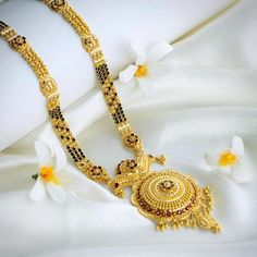 hat not to miss in the gold Mangalsutra designs waman hari pethe? Check out the top collections of the waman hari pethe Mangalsutra designs. Gold Bangles Design, Gold Jewellery Design, Gold Jewelry, Diamond Jewellery, Jewellery Box, Key Jewelry, Jewelry Shop, Jewelry Logo, Diamond Brooch