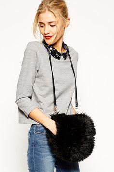 Manchon noir de Asos : 60 pièces tendance en fausse fourrure - Journal des Femmes Mode