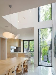 Modern Home Conversion in Toronto Showcasing Inspiring Details moder remodell 71 Modern Home Conversion in Toronto mit inspirierenden Details Marlborough House, Narrow House, House Extensions, Design Moderne, Modern House Design, Interior Architecture, Architecture Company, Modern Interior, House Plans