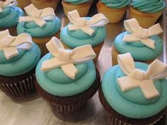 Cute cupcakes for Breakfast at Tiffany's theme