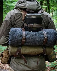 outdoor survival camping survivalism living in autarky nature forest travel Bushcraft Camping, Bushcraft Pack, Bushcraft Backpack, Wilderness Survival, Survival Gear, Survival Skills, Camping Equipment, Camping Gear, Backpacking