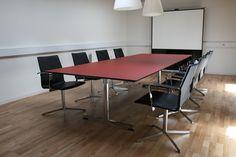 Four Design - mødebord med linoleum overflade #konferencebord  #kontorindretning  #mødelokale #forbo #interiordesign #linoleum