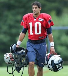 Tom Brady faces a four-game suspension, so Fantasy Football players will need to get to know backup-quarterback Jimmy Garoppolo. Watch Football, Football Boys, Football Season, Football Memes, Fantasy Football Players, New England Patriots Football, Boston Strong, Boston Sports, Sport Man