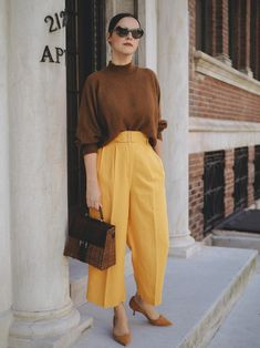 office attire Work Attire Women, Casual Work Attire, Office Attire, How To Wear Culottes, Color Blocking Outfits, Colourful Outfits, Yellow Outfits, Professional Outfits, Casual Fall Outfits
