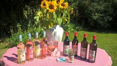 Proef de Provençaalse zon in de heerlijke siropen van Eyguebelle. Eyguebelle gebruikt écht fruit voor de siroop. Er is rietsuiker bijgevoegd en verder veel kruiden of planten. Dit moet je geproefd hebben!