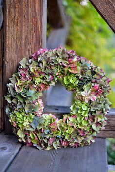 wianek z hortensji na gąbce florystycznej