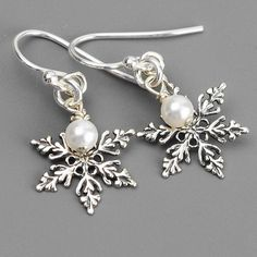Hey, I found this really awesome Etsy listing at https://www.etsy.com/listing/106575381/sterling-silver-snowflake-earrings-white