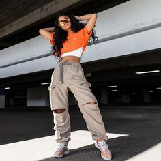 Once deemed outsiders, hip-hop performers are presently at the reason behind the world of fashion. Hipster Outfits, Trendy Outfits, Cute Outfits, Curvy Fashion, 90s Fashion, Fashion Outfits, Aesthetic Fashion, Aesthetic Clothes, Ropa Hip Hop