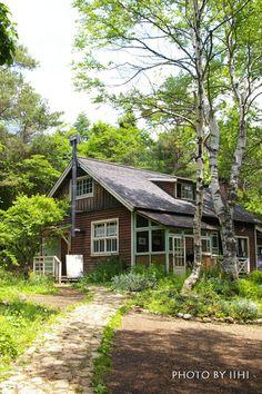 西の魔女おばあちゃんの家_このGWが最後。。 | いいひブログ - いいひ住まいの設計舎 Stone Garden Paths, Garden Stones, Japan Garden, Green Rooms, Good House, Country Life, Sweet Home, Home And Garden, House Design