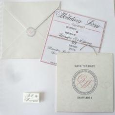 Per questo matrimonio dal sapore country chic l'invito non poteva che essere in carta riciclata con cordoncino