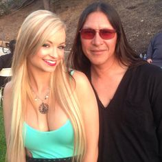 Yo @iheartmindy Mindy Robinson .... When ya gonna come back and visit us on @combatradio ??? I see you have been doing a lot to share with your fans !! #charity #rickmora #nativerickmora #actorlife #actress #combatradio #mindyrobinson #nofilter