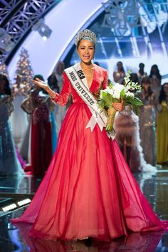 Miss USA Olivia Culpo Crowned Miss Universe 2012. Lol I love faking the speeches they give