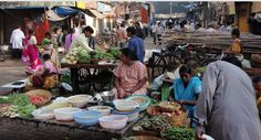 Explore the bazaars of Mumbai and navigate the labyrinth of narrow lanes. Buy masala at the Lalbagh Spice Market, cooking utensils in Null Bazaar, or antiques and other gems in Chor Bazaar.