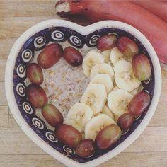 Heute startet meine Blogparade zum Thema Clean Eating. Wenn du näheres dazu wissen willst schau doch mal auf meinem Blog vorbei. :-) Zum Frühstück gab es Haferflocken mit Weintrauben und roter Banane :-) Haferflocken zum Frühstück   #vegan #veganbreakfast #breakfast #veganfoodshare #oats #haferflocken #banane  #banana #healthy #healthychoices #plants #plantsbased #organic #organicfood #tasty #lecker #love #whatveganseat #wasveganeressen #veganfood #cleaneating #rawtill4