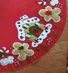 Bucilla ~ Gingerbread House ~ 43 Felt Christmas Tree Skirt Kit Z Felt Christmas Decorations, Felt Christmas Ornaments, Christmas Gingerbread, Gingerbread Men, Felt Christmas Stockings, Crochet Ornaments, Crochet Snowflakes, Diy Ornaments, Beaded Ornaments