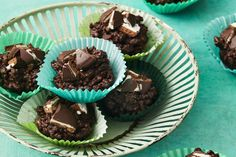 Serves Prep and Cook: 15 mins 75 unsalted butter, chopped packet Dark Choc Melts packet Mint Slice chocolate biscuits 2 ½ cups Coco Pops Passionfruit Slice, Mint Slice, Aussie Food, Mint Candy, Chocolate Biscuits, Biscuit Cookies, Small Cake, Kid Friendly Meals, Christmas Baking