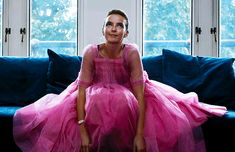 Jodie Comer in Killing Eve Audrey Hepburn Movies, Gavin And Stacey, Parks, Jodie Comer, Slow Dance, Movies Showing, Look Cool, Girl Crushes, Pretty In Pink