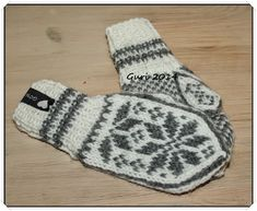 Hjerte GO`H Design: Selbuvotter til barn Fingerless Mittens, Knit Mittens, Wool Gloves, Mitten Gloves, Free Knitting, Knitting Patterns, Norwegian Knitting, Mother Bears, Christmas Angel Ornaments