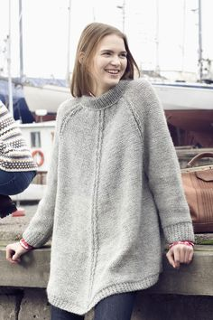 Naisen neuleponcho Novita Joki | Novita knits