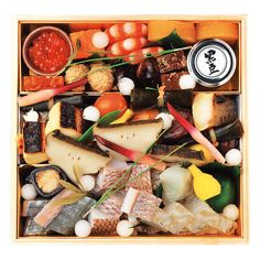 名店・<青柳>のおせち。日本料理の基本を大切にする料理人・小山裕久氏の技の逸品。天然の鳴門鯛をはじめとする国産の素材の滋味を引き出し、極上の味覚を詰め合わせました。