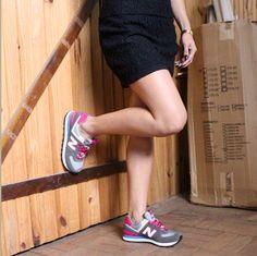 Ele chegou!! Tênis New Balance para deixar nossos looks modernos e super confortáveis.  Cortesia do vestido: Âmbar Boutique. #newbalance #look #têniscomvestido #têniscomtudo