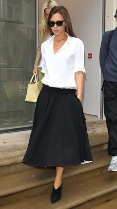 Victoria Beckham named most wanted celebrity shopping partner Office Fashion, Trendy Fashion, Womens Fashion, Work Trousers, Feminine Style, Victoria Beckham, Casual Chic, Stylish Outfits, High Waisted Skirt