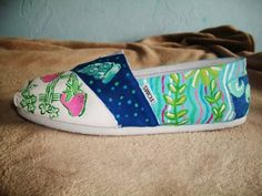 Lilly Pulitzer toms - WE LOVE THESE! For a How To on Painting Toms - check the capabilities of Sigma board.