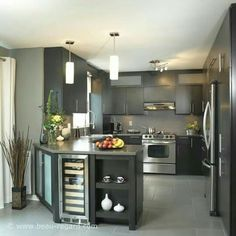 Making the most of a small kitchen space Kitchen Room Design, Kitchen Cabinet Design, Modern Kitchen Design, Kitchen Layout, Home Decor Kitchen, Interior Design Kitchen, Home Kitchens, Small Kitchens, Urban Kitchen