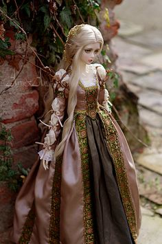 Borgias Style dress for bjd SD girl bodies  The dress is inspired of a finest time in an Italian renaissance age. It is made of a highest quality fabrics.  The set includes: shirt, skirt, upper dress, sleeves (wearing separatly according to the Italian renaissance fashion), headdress