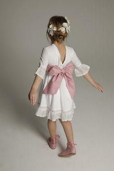 Vestidos para niñas de arras,encontraras lo que buscas y todos sus complementos en La Casita de Mitos Roca