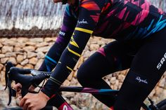 Rapha reveal striking kit for Canyon SRAM women's team - Road Cycling UK Rapha Cycling, Cycling Wear, Road Cycling, Cycling Bikes, Cycling Outfit, Women's Cycling Jersey, Cycling Jerseys, Cycling Magazine, Bike Kit