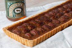 Een nieuwe bakvorm vraagt om een nieuw recept. Tijdens het zoeken naar soep kwam ik deze taart ook tegen in het boek winter van Yvette van Boven, helemaal voor deze tijd van het jaar.Het recept is voo