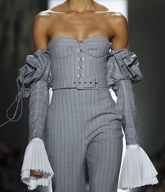 Jonathan Simkhai at New York Fashion Week Fall 2018 - Details Runway Photos Fashion Details, Look Fashion, High Fashion, Fashion Show, Fashion Outfits, Fashion Design, Couture Details, Couture Fashion, Runway Fashion