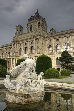 Kunsthistorisches Museum / Museum of Art History Vienna Austria (y)