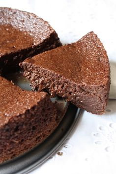 THE glowing chocolate Chocolate Mousse Cake Filling, Chocolate Cake Recipe Easy, Best Chocolate Cake, Chocolate Chocolate, Thermomix Desserts, Healthy Desserts, Food Truck, Baking Recipes, Cake Recipes