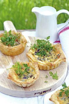 Three Cheese Quiches with Herb Salad/ Driekazentaartjes met kruidensalade/ (recipe is in Dutch)