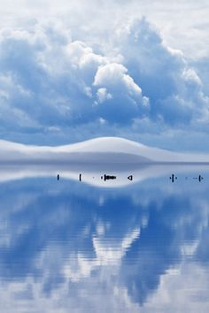 Don't know where this is but I soooooooooooo want to go there... (photo: Reflective State – Goran Erlandsson)